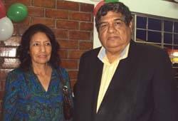 Padrinos Danila Ramirez junto a al Dr. Infantas