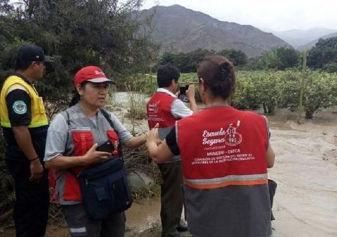 Huaral  tres personas salvan de morir tras despiste de camioneta a abismo