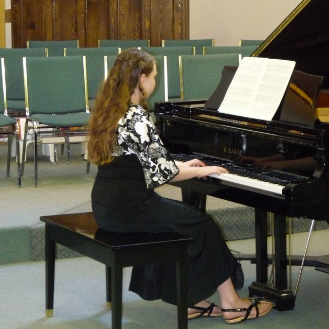 picture of Mikaela playing the piano