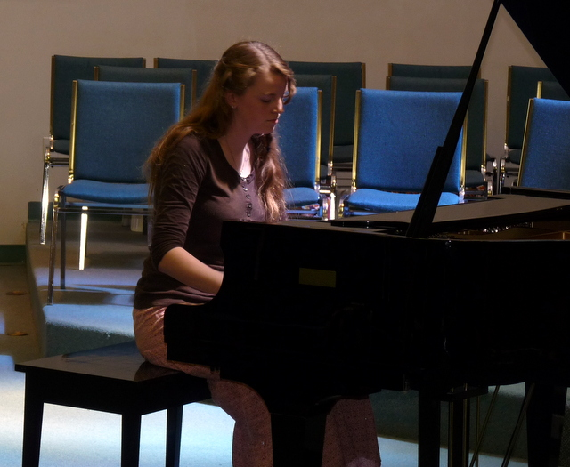 picture of Daelynn playing piano at recital