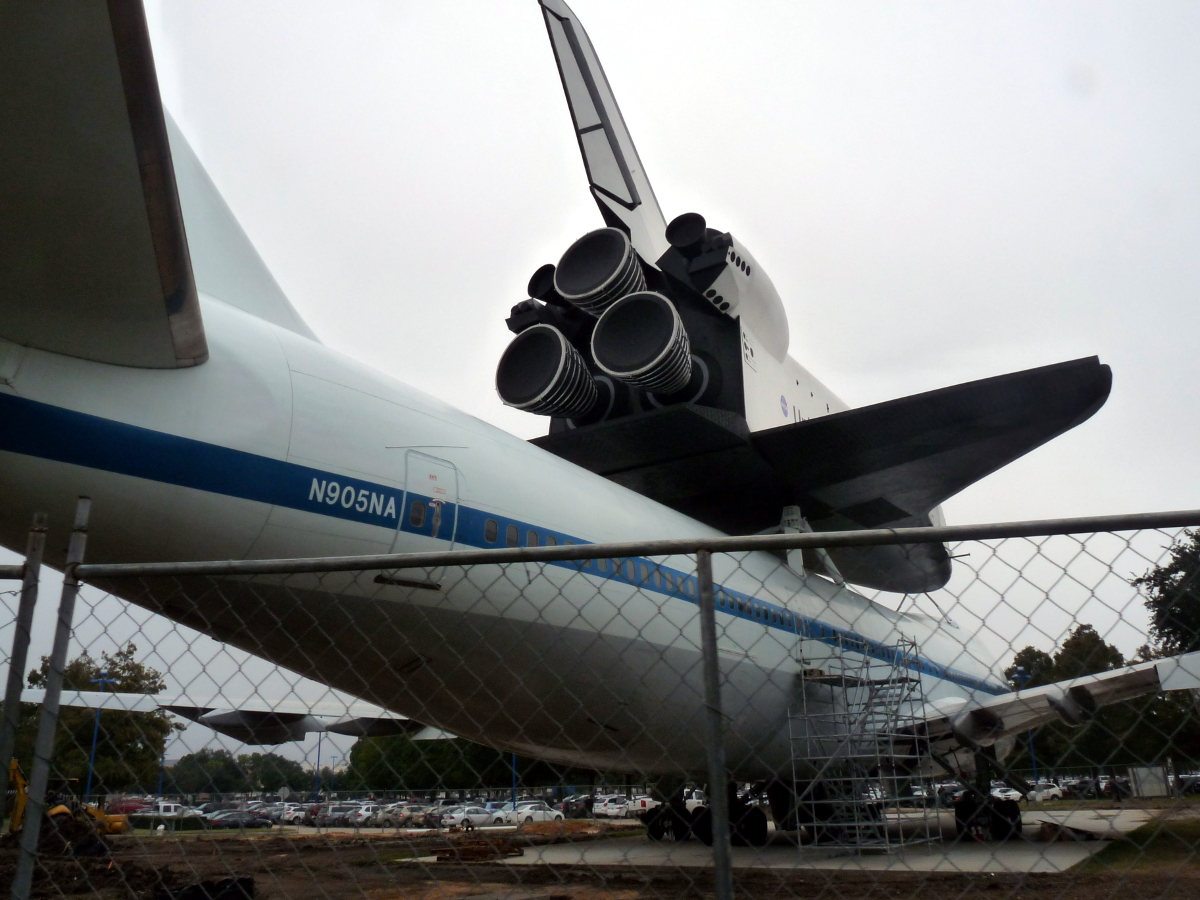 Picture of Space Shuttle and SCA