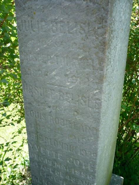Tombstone of Julie Bélisle, wife of Prosper Tourville, Cimetière Notre-Dame-des-Neiges, Montréal. Photo : Marie-Claude Leclaire