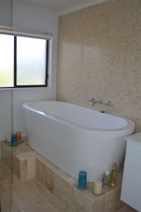 Bathroom free standing bath
