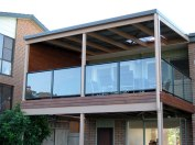 Deck with glass and aluminium handrail