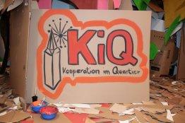 Schild KIQ mit Hüstener Kirchturm