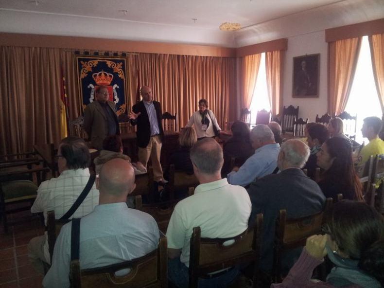Recibimiento de los turistas por el alcalde y concejales