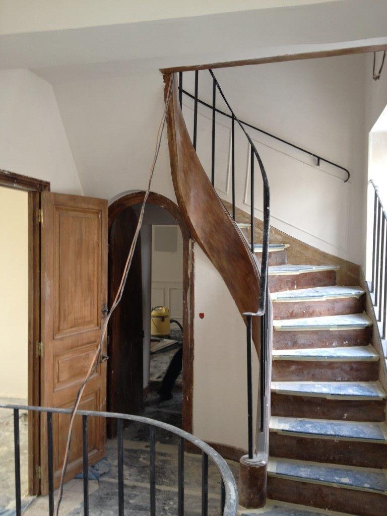 La cage d'escalier en travaux