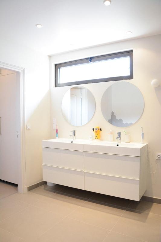 Création d'une nouvelle fenêtre dans la salle de bains enfants
