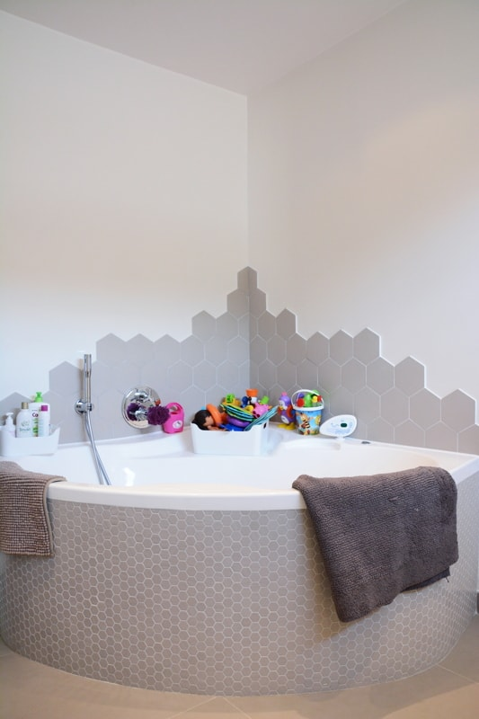 Installation d'une baignoire d'angle
