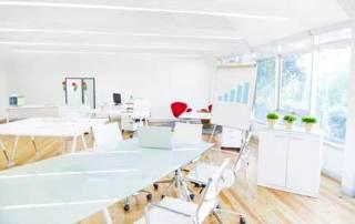 Pourquoi choisir du mobilier de bureau réglable ?