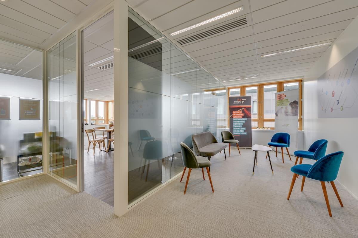 Aménagement d'un espace accueil pour des bureaux situés à Saint Denis