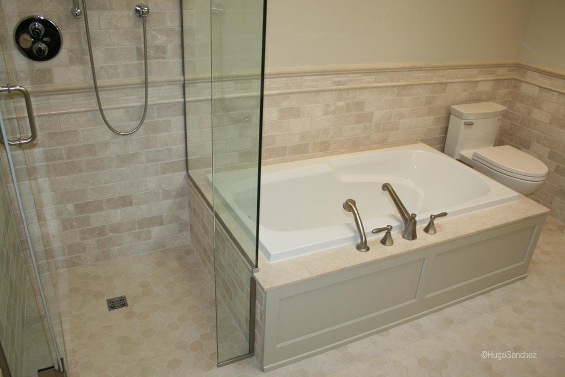 Curbless marble shower  Cramiques Hugo Sanchez Inc