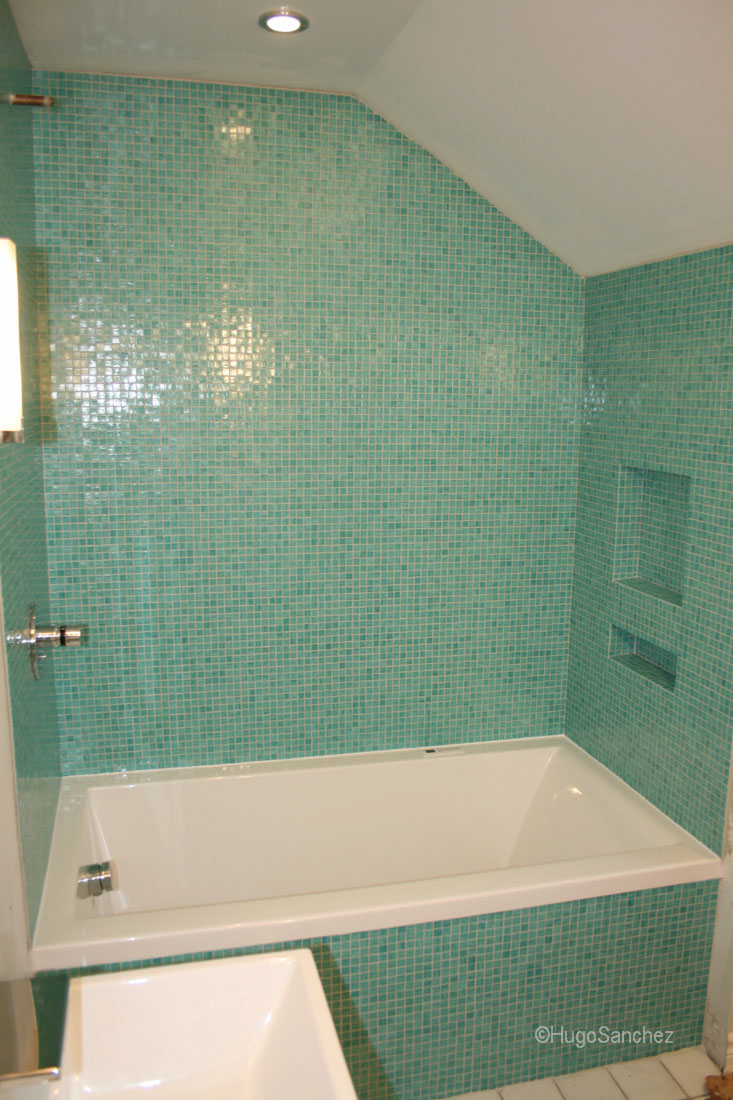 Bisazza bathtub surround  Cramiques Hugo Sanchez Inc