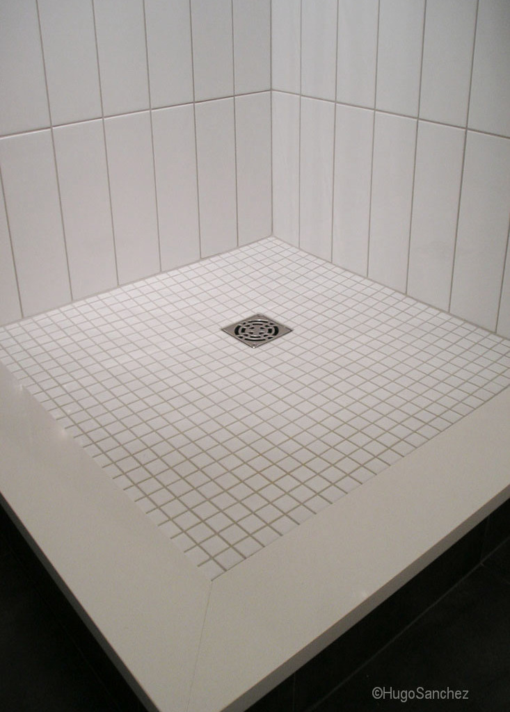 Tile shower base  Cramiques Hugo Sanchez Inc