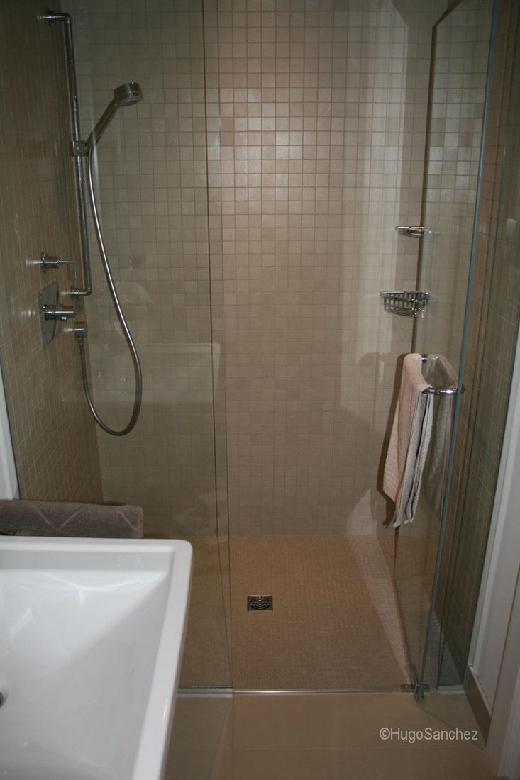 tile kitchen floor ikea solid wood cabinets basement curbless shower - céramiques hugo sanchez inc