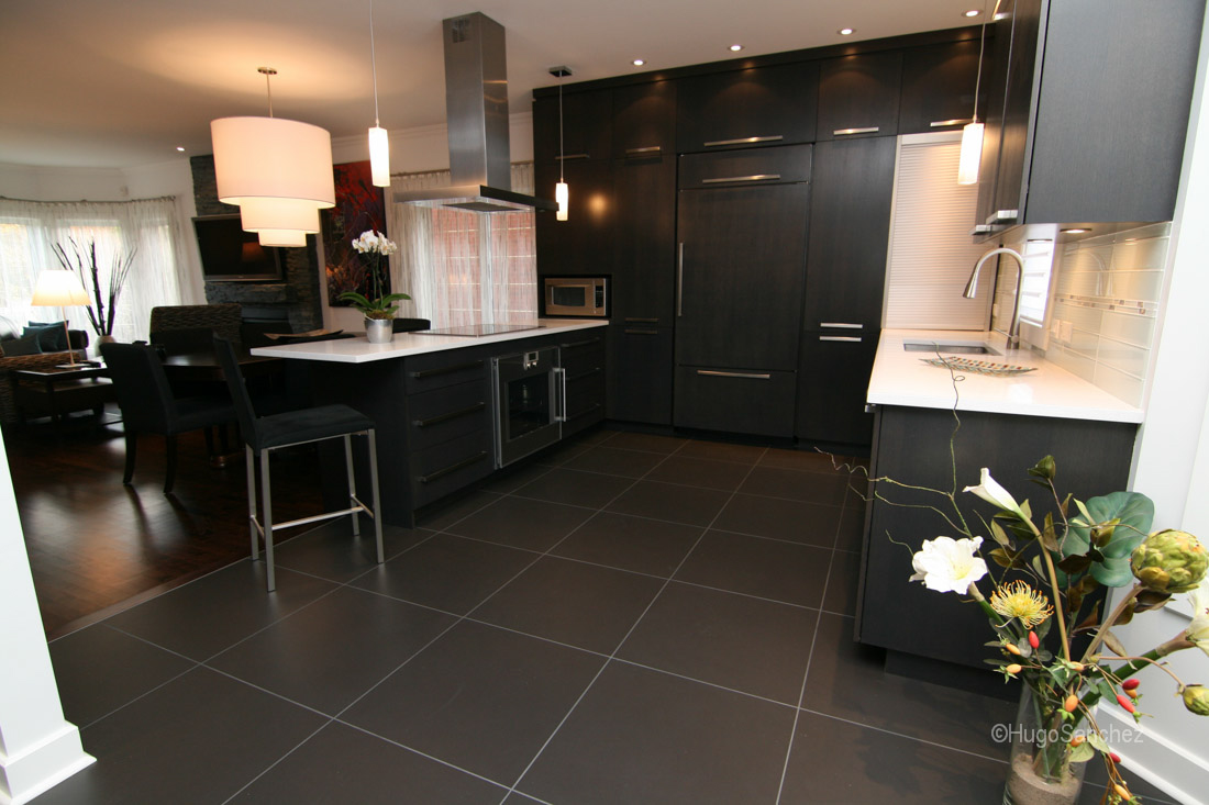 dark kitchen floors cost of new cabinets modern - céramiques hugo sanchez inc