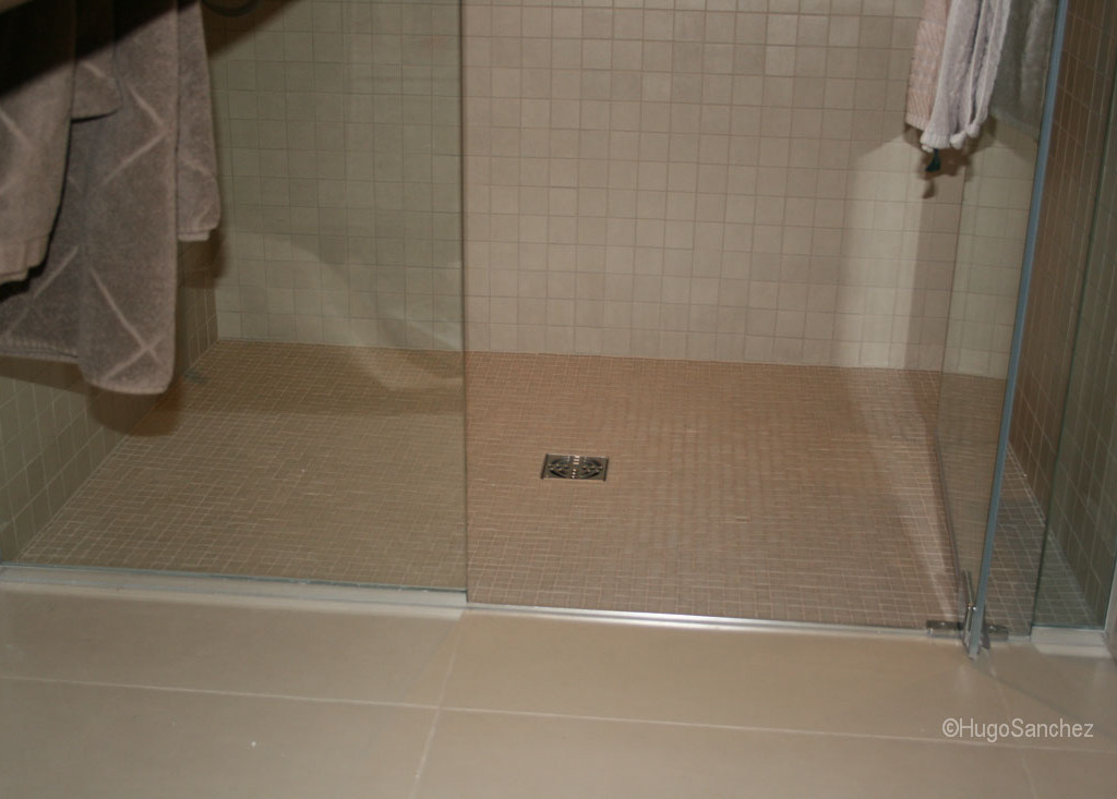 Basement curbless shower  Cramiques Hugo Sanchez Inc