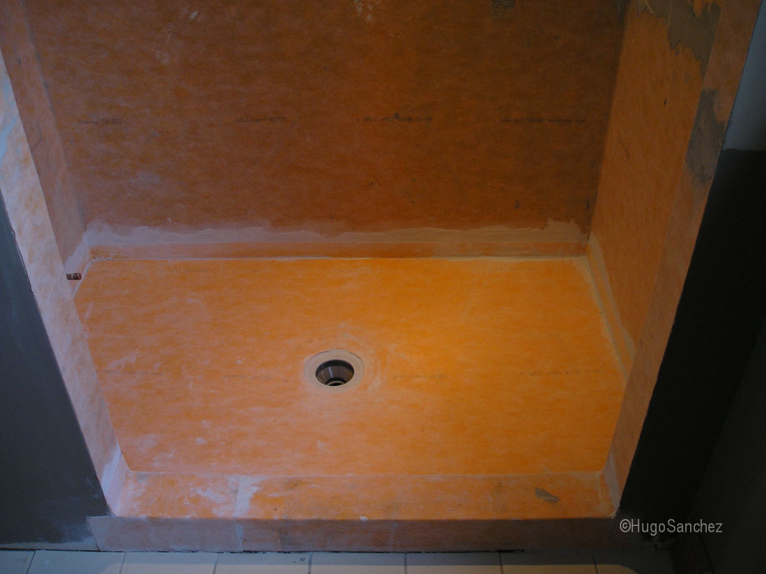 Classic walkin shower  Cramiques Hugo Sanchez Inc