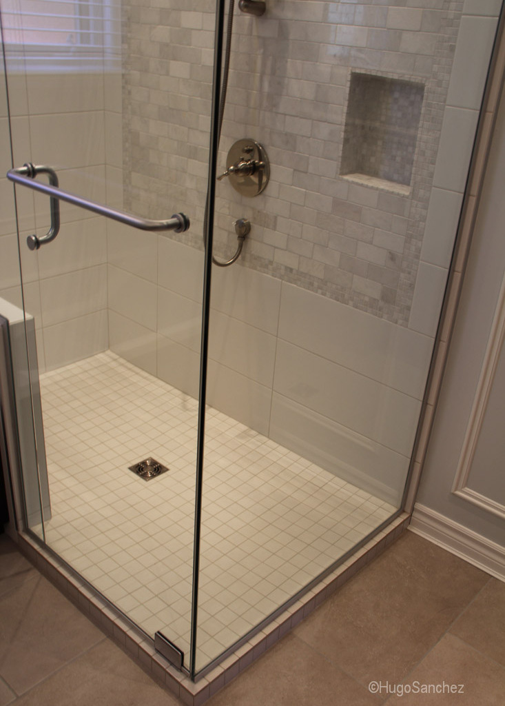 Raised shower base  Cramiques Hugo Sanchez Inc