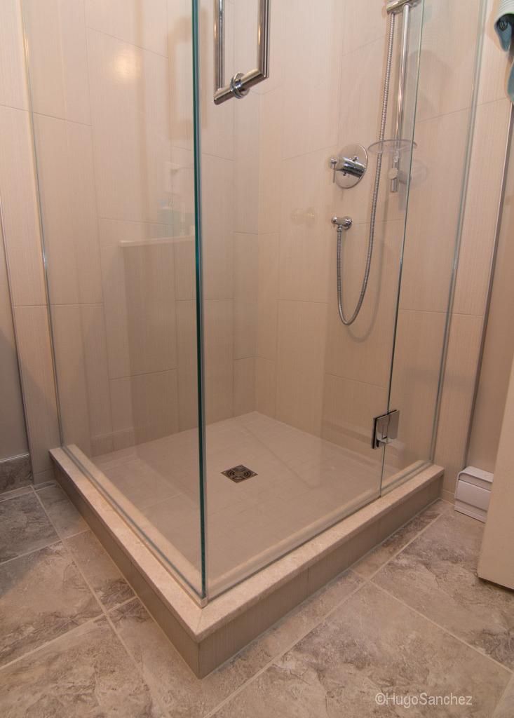 Tile shower renovation  Cramiques Hugo Sanchez Inc