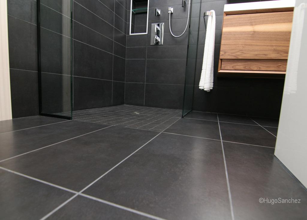 Doorless shower  Cramiques Hugo Sanchez Inc