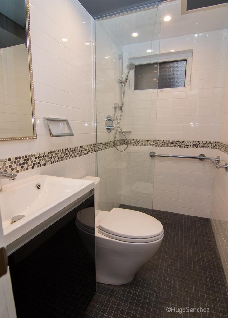 Small bathroom design  Cramiques Hugo Sanchez Inc