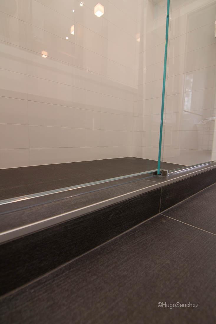 Linear shower drain  Cramiques Hugo Sanchez