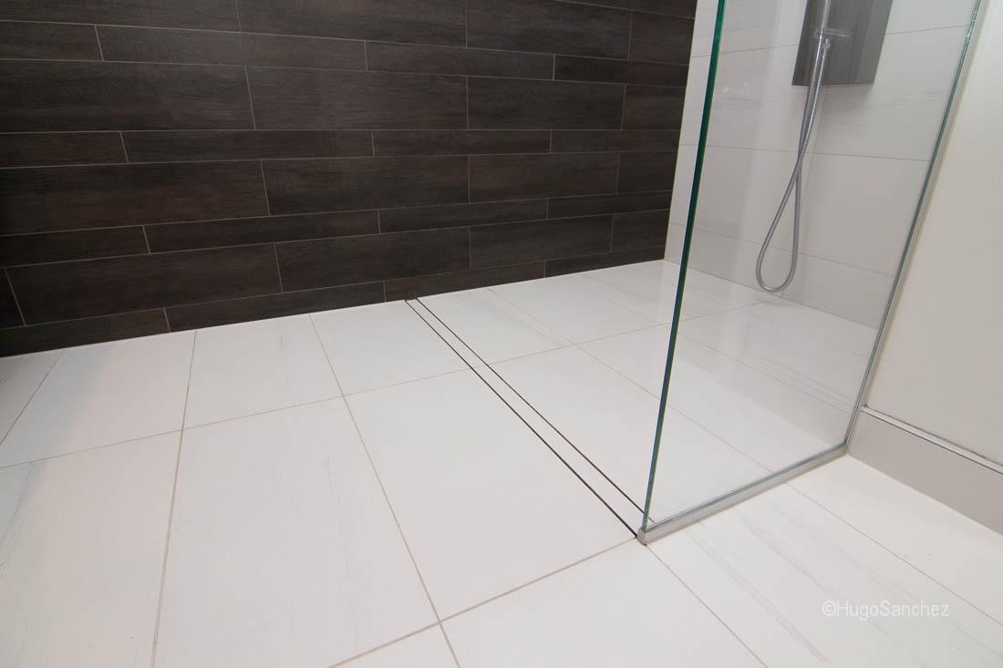 Entrance shower drain  Cramiques Hugo Sanchez Inc