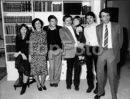 Escapes and escape attempts from East Germany    Escape of the Strelzyk family by a self-made hot-air balloon from Thuringia, East Germany, to Bavaria in 1979 – Picture of the Strelzyk and Wetzel families with the leading actor of the movie 'Night Crossing',  f.l.t.r.: Petra Wetzel, Doris Strelzyk, actor John Hurt, Günter Wetzel with son Andre, Frank and Peter Strelzyk – date around 1982