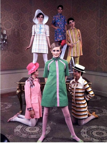 Twiggy-modelling-Betsey-Johnson-dresses-1968