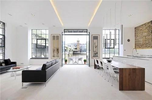 Lichte woonkamer met industrile details