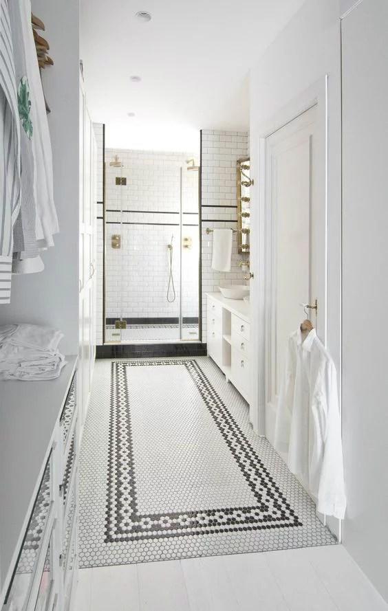 Luxe badkamer met inloopkast in klassieke stijl  Huis