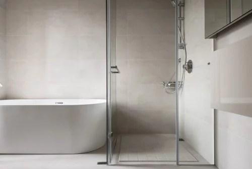 Moderne lvormige badkamer  Huisinrichtencom