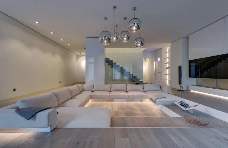 Ruime moderne woonkamer met verzonken lounge  Huis