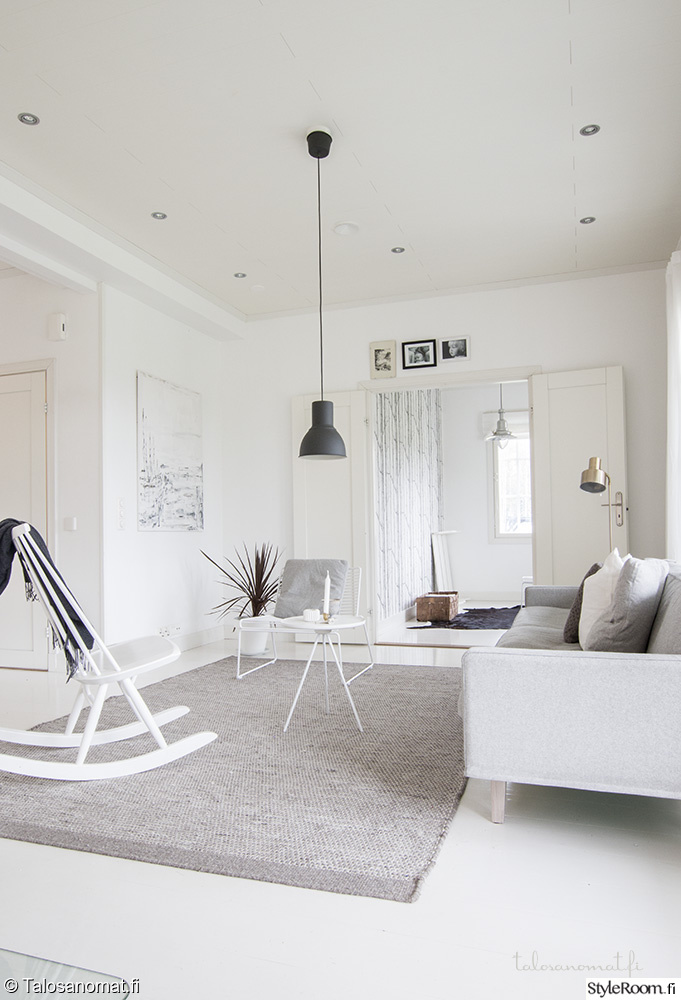 Scandinavisch witte woonkamer met grijze tinten