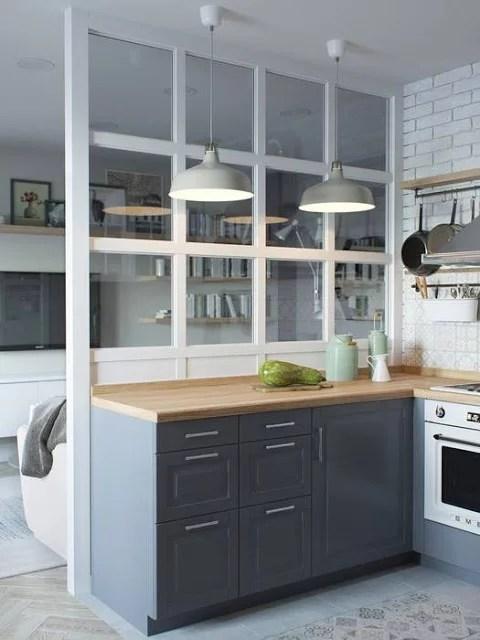 Half open keuken met glazen transparante scheidingswand