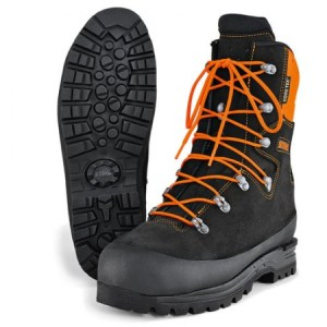 Topánky pre prácu s motorovou pílou a iné