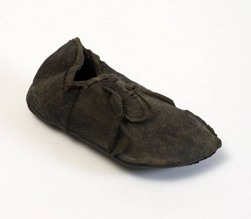 Child's shoe at Hull and East Riding Museum.