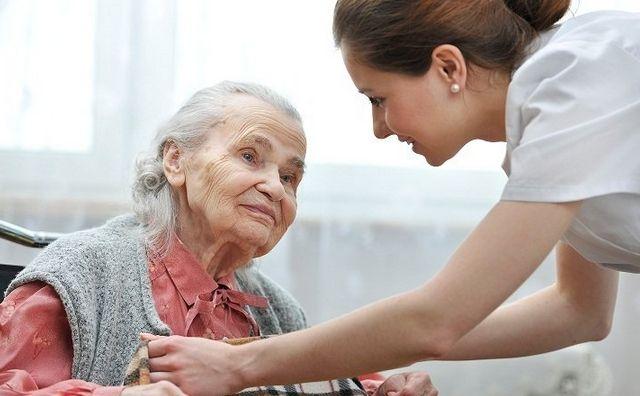 Cuidado personas mayores con dedicación y cariño