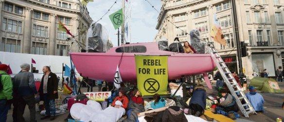 15 avril 2019. Manifestation dans le centre de Londres à l'appel du mouvement Extinction Rebellion, pour un «    état d'urgence écologique   ». Isabel Infantes/AFP