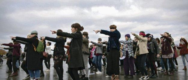 Le 7décembre 2019 à Bordeaux. Chorégraphie de manifestantes en solidarité avec les féministes chiliennes pour dénoncer les violences sexistes et sexuelles. Carmen Abd Ali/Hans Lucas