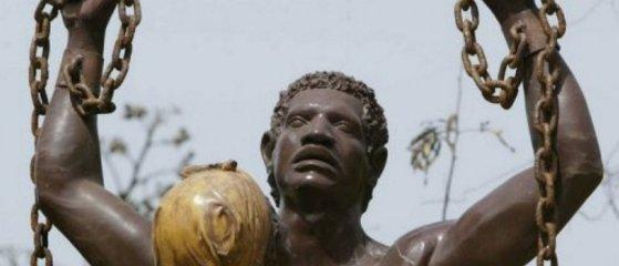 La traite négrière alimente les plantations esclavagistes américaines de tabac et de café au Brésil et surtout de canne à sucre qui envahissent au XVIIIesiècle l'ensemble des Caraïbes. © AFP