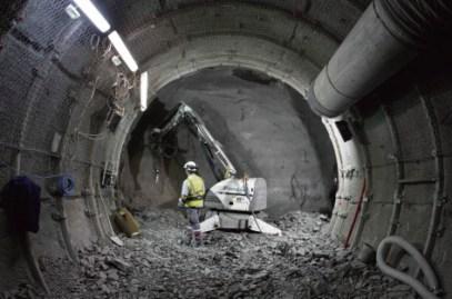 « Est-ce à la terre ou aux sociétés de demain de gérer nos déchets nucléaires ?   » pointe Bernard Laponche, physicien nucléaire et membre de l'association Global Chance, qui plaide pour une solution permettant la réversibilité. Vincent Kessler/Reuters