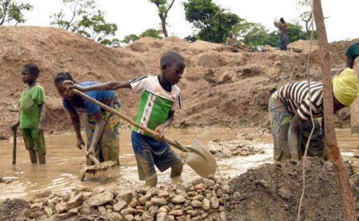"""Résultat de recherche d'images pour """"Exploitation d'enfants travaillant dans une mine en République démocratique du Congo"""""""