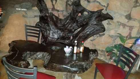 Table La Kiva Underground Bar and Restaurant