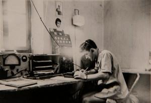 L'ennui en poste au régiment. Yvon Le brun préfère assurer ses fonctions de radiotélégraphiste sue le terrain.