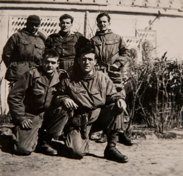Au moment du départ en opération, Yvon Le Brun agenouillé à droite sur la photo.