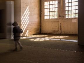Des jeux de lumière et des jeux de couleur sur les murs