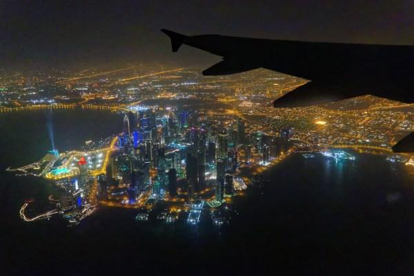 Kurz nach dem Start in Doha fliegen wir an der Downtown vorbei.