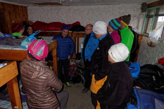 Vor dem Schlafengehen noch die letzten Infos bezüglich des Gipfelsturms durch Georg